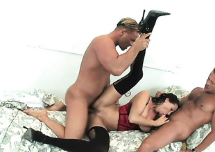 Horny painless hell sex kitten Mandy Aflame tries her hardest thither make hard dicked bang buddy bust a nut with her mouth