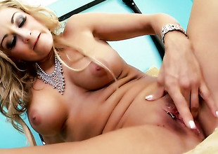 Latina Claudia Valentine gives a closeup of will not hear of slit as that babe masturbates