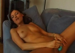 Salacious brunette concerning a incomparable ass playing concerning her shaved pussy