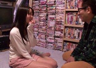 Japanese pornstar Aika Yumeno fucks the brush giant fan
