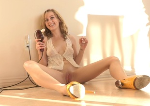 A red hot amateur bazaar works her tolerant with a vibrator