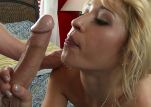 Sexy blond inclusive Goldie Ortiz gives great blowjob in hawt foreplay