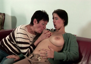 Playful murkiness honey Anastasia enjoys bawdy crack licking everywhere a lesbian granny