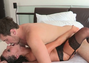 Lecherous brunette hoe Veronica Avluv gets nailed away from Manuel Ferrara