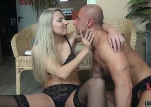 Viktoria Diamond smothering her slave