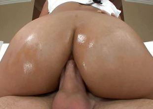 Big ass Cassandra Cruz fucked in her chocolate gap