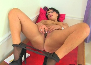 British milf Knavish tweaks her tights for easy access