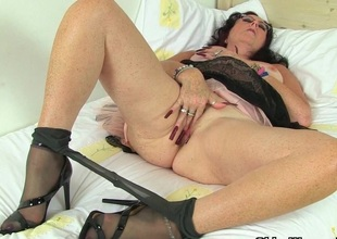 British milf Sulky works their way nyloned pussy