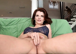 Redhead MILF Joslyn James sucks like a gripe