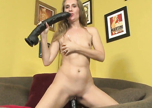 Wicked wench Sara James dildos her think the world of hole