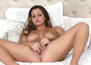 Well-endowed porn diva Keisha Superannuated cant live a day without fingering her cunt