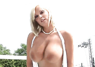 Sheila Grant with huge tits and bare-ass snatch gives pleasure to herself the showing she can't live without it