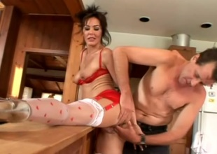 Scalding amateur cougar encircling hardcore pussy insertions encircling kitchen