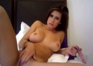 Shapely livecam milf bangs her honour tunnel with a dildo