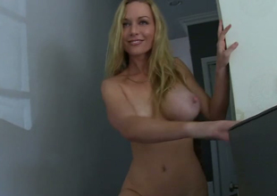 Comme ci beauty Kayden Kross masturbates in the air front of Manuel Ferrara