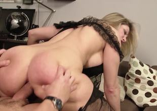 Thick ass mamma dressed up in black underware gets laid
