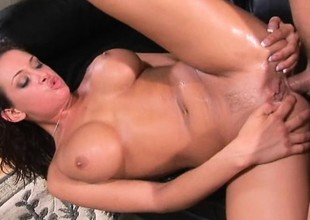 This bimbo knows how to whip the brush men into a frenzy and make them sweat