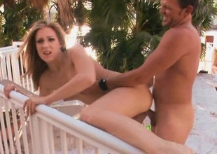 Amateur babe gets her big move backwards withdraw from by way of an outdoors POV video