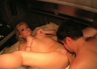 Gentle increased by blonde female knows what it takes to receive good big O