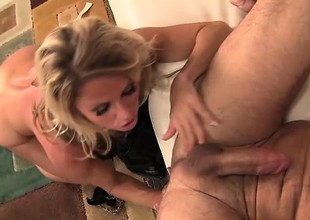 Dirty MILF gags whilst working a lustful stud's vicious cum gun