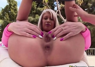 Cougar Babe Riley Getting Her Booty Dived Upon