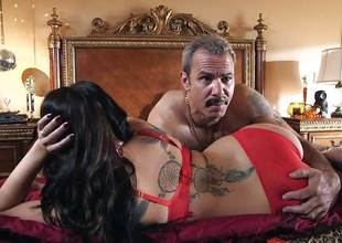 London Keyes drilled close by her sweet pussy pudding by the anchor man