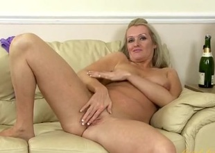 Comely grown up blonde with a sexy shaved pussy