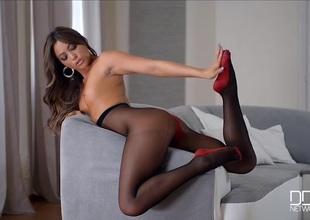 Multi-storey Natalia Forrest in gorgeous dark pantyhose