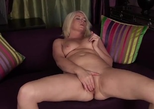 Big wazoo mature pet Amber Jewell masturbates