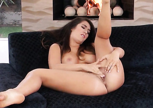 Solo hotty is playing with her cunt