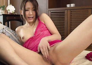 Milf feels intensive sexual while jacking guy wanting