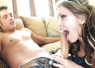 Impenetrable Courtney Cummz tries her hardest to make her sex partner explode