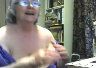 Crazy webcam solo give a chubby granny toying her meaty twat