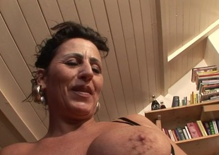 This mature doxy loves bringing off with her cunt
