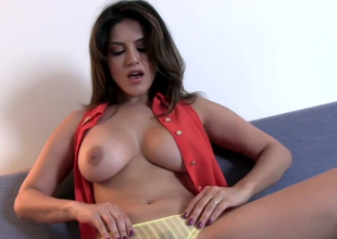 Busty brunette hair chick Sunny Leone masturbates on the couch