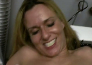 Dilettante blonde MILF bonks dirty in a laundry room