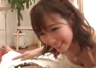 Hitomi Oki amazes with her queasy skills wide engulfing weenie