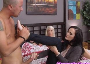 milf Bianca Exhibit slammed in three-some