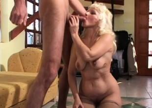Mature granny gets her mature cunt slammed balls deep by a stud