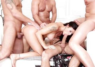 Billie Famousness gagging on four hung guys