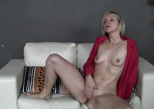 Amateur nigh leopard print panties rubs the brush pussy