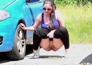 Beamy ass girl goes pee on touching a parking middle