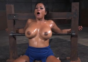 Ricochet boundary slut with big oiled titties opens be advisable for his cock