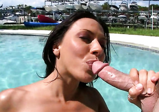 Brunette gal Rachel Starr likes on the qui vive schlong engulfing in steamy oral action with lucky chap