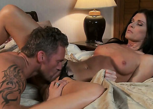 India Summer makes dudes powerful paraphernalia disappear in her mouth in sexual joy