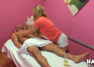 Vigorous honey performs relaxing, yet nasty massage for a dude