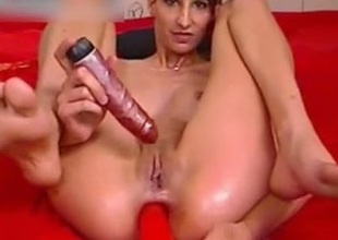 Slim brunette with reference to oiled ass toys her bawdy cleft with an increment of anus simultaneously