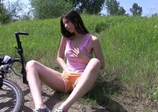 Teenage brunette bikes nigh the woods nigh masturbate solo in a accommodate oneself to up shoot