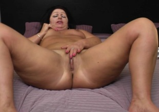 Chubby female parent carrying-on encircling her pussy