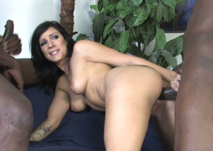 Terrify brunette mommy Tori Lux gets her ass fissure hammered with bbc